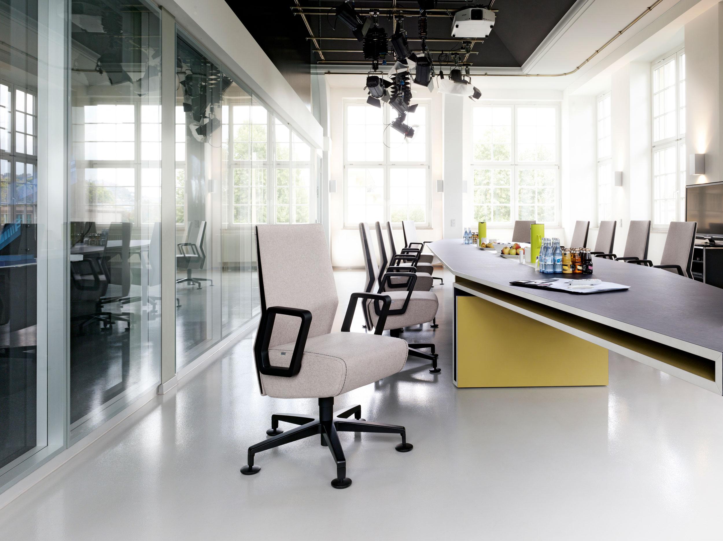 Interstuhl Volume 8 Chair: Featured